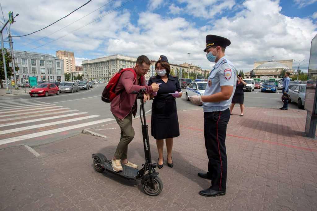 ДОСААФ хочет запретить электросамокатам ездить по тротуарам