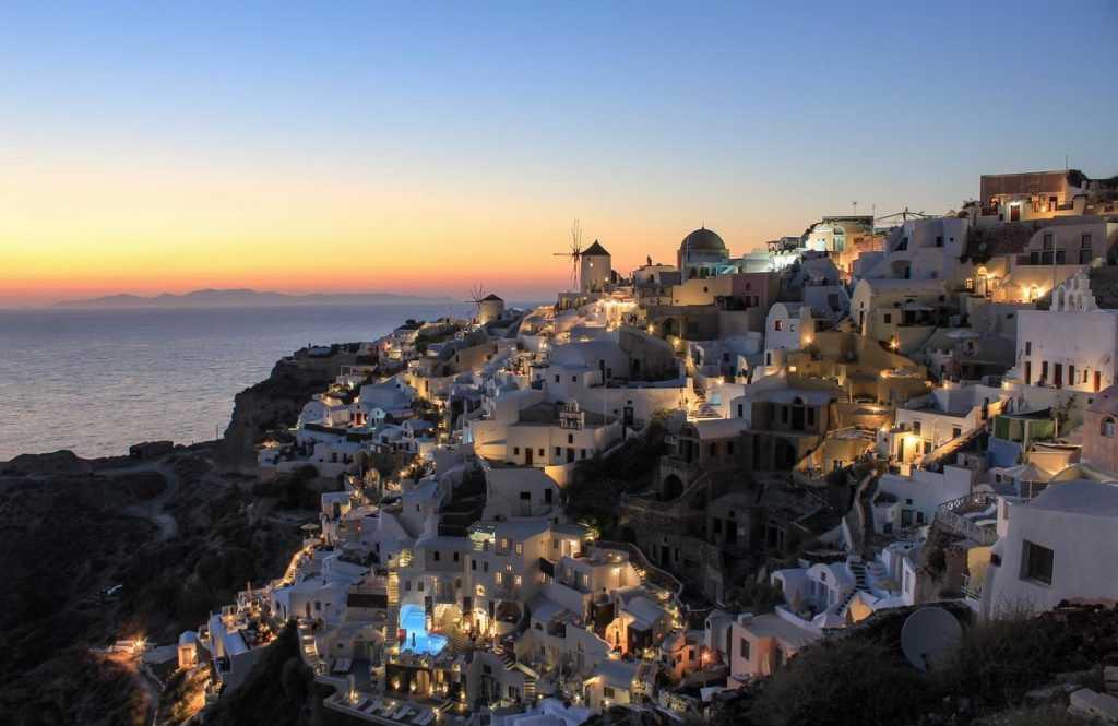 Тысячи россиян лишились оплаченных туров в Грецию