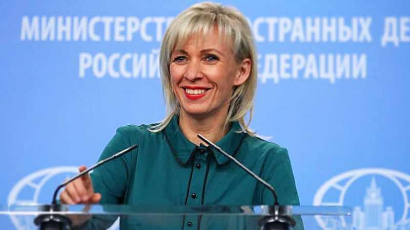 Захарова пригласила британского посла в Крым, но добавила, что на эсминце нельзя