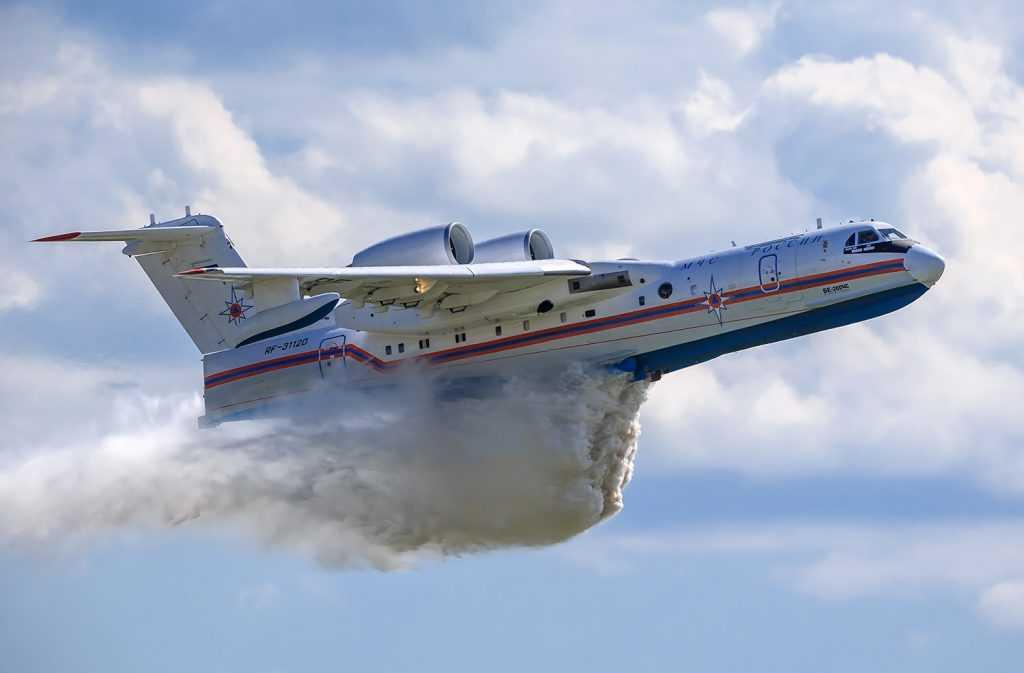 Российский самолет-амфибия Бе-200 полетел в Турцию для тушения пожаров