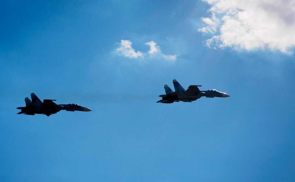 Российский Су-30 сопроводил самолет-разведчик ВВС США