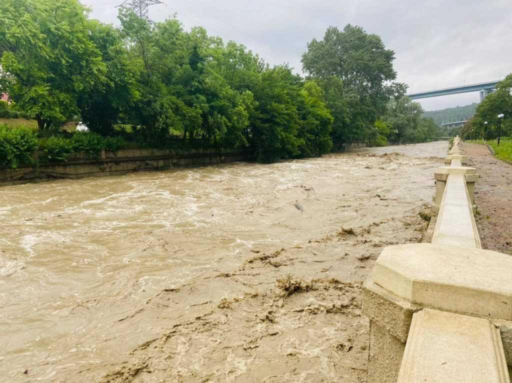 В Сочи объявлена угроза наводнения