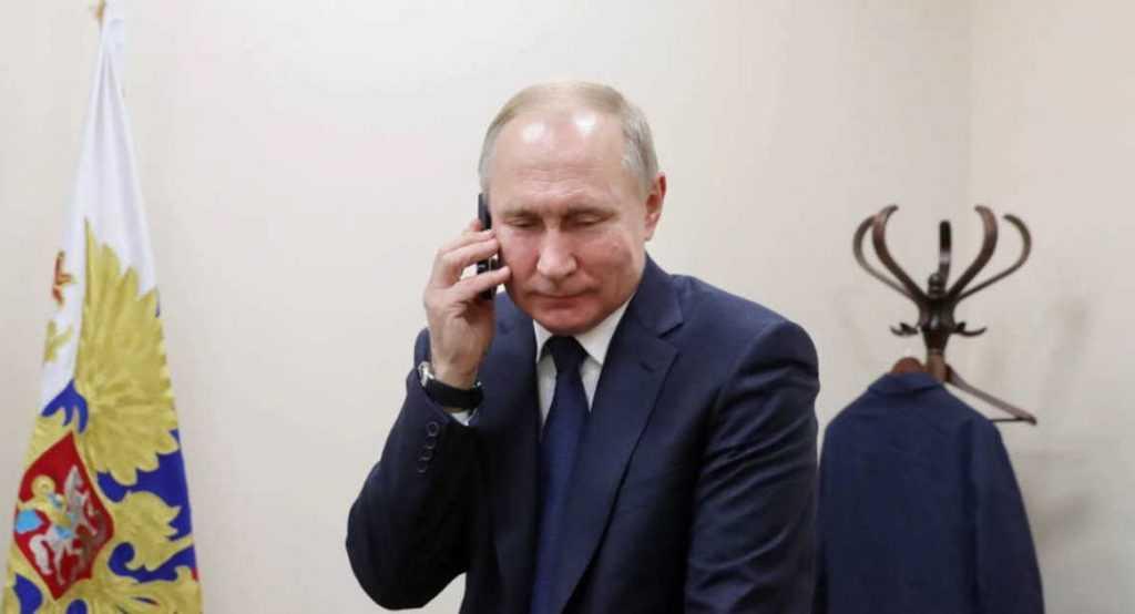 Путин переговорил с Макроном по телефону
