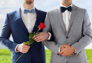 Большая часть россиян выступает прости однополых браков