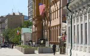 США увольняют более 180 сотрудников дипломатических миссий в России