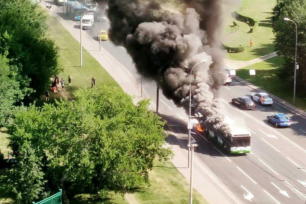 На западе Москвы сгорел пассажирский автобус