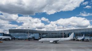 Таксисты заблокировали проезд в Симферополе к аэропорту
