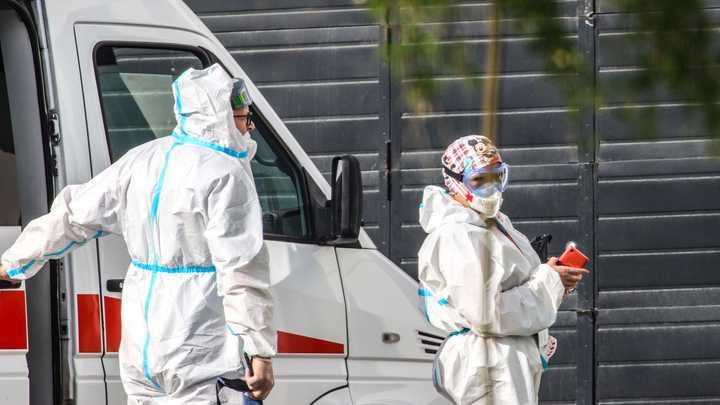 В Роспотребнадзоре рассказали о тройной заразности коронавируса