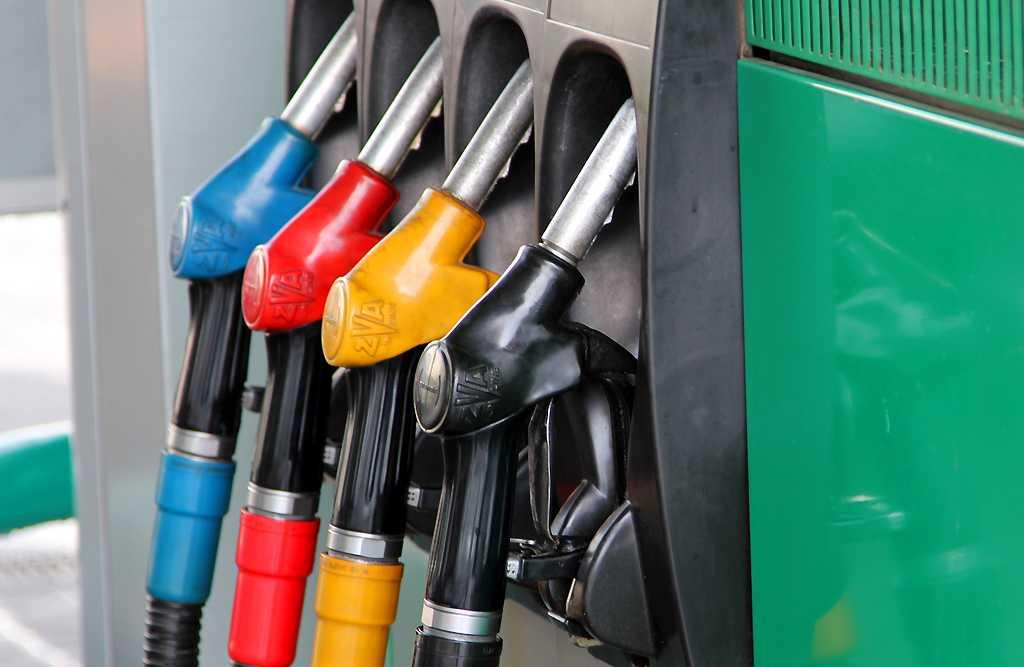 Цена на бензин Аи-92 в России побила новый рекорд