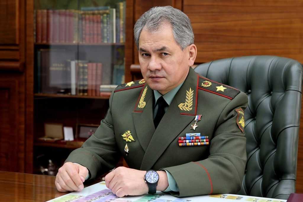 Сергей Шойгу открыл барельеф в Санкт-Петербурге