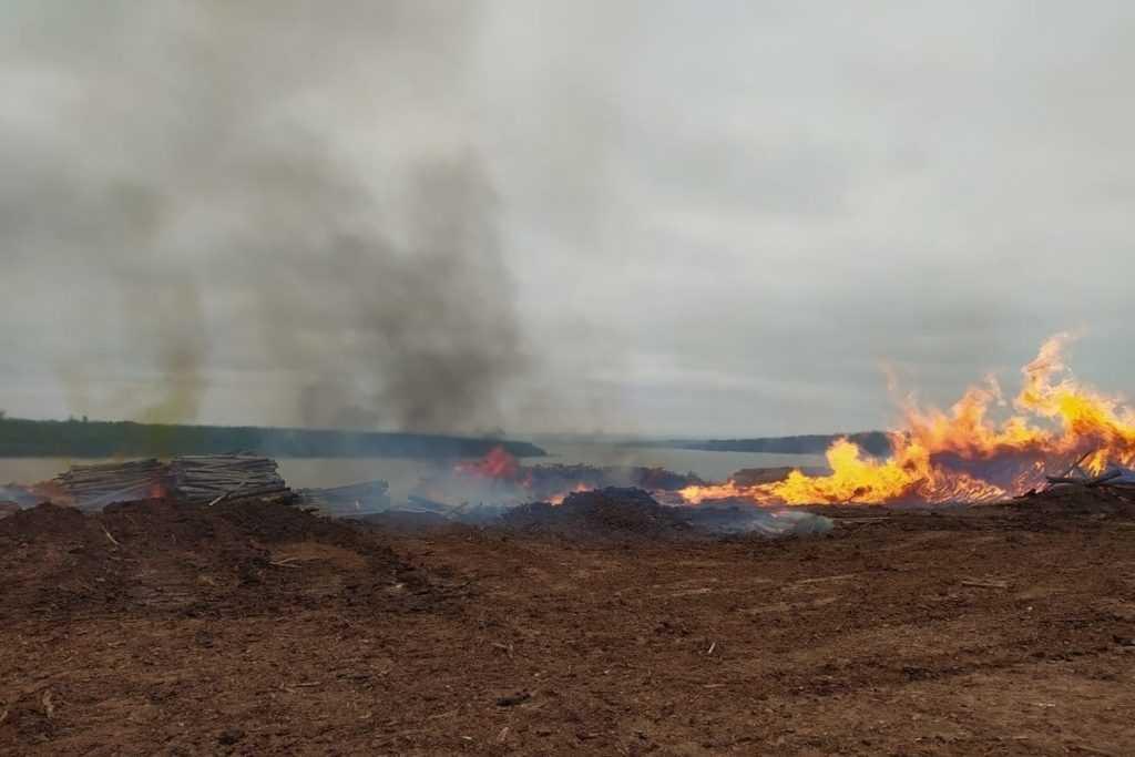 В Якутии продолжают борьбу с лесными пожарами