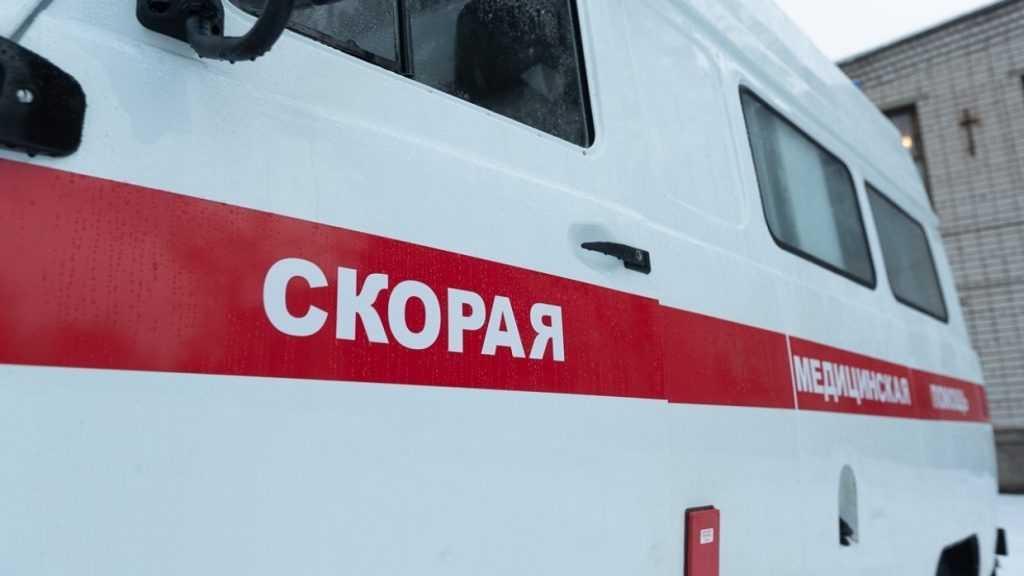 Автобус врезался в опору в Хабаровске