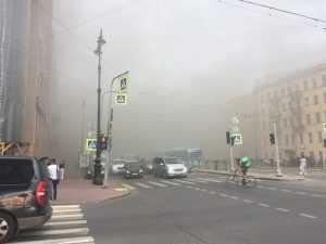 В Санкт-Петербурге загорелось здание