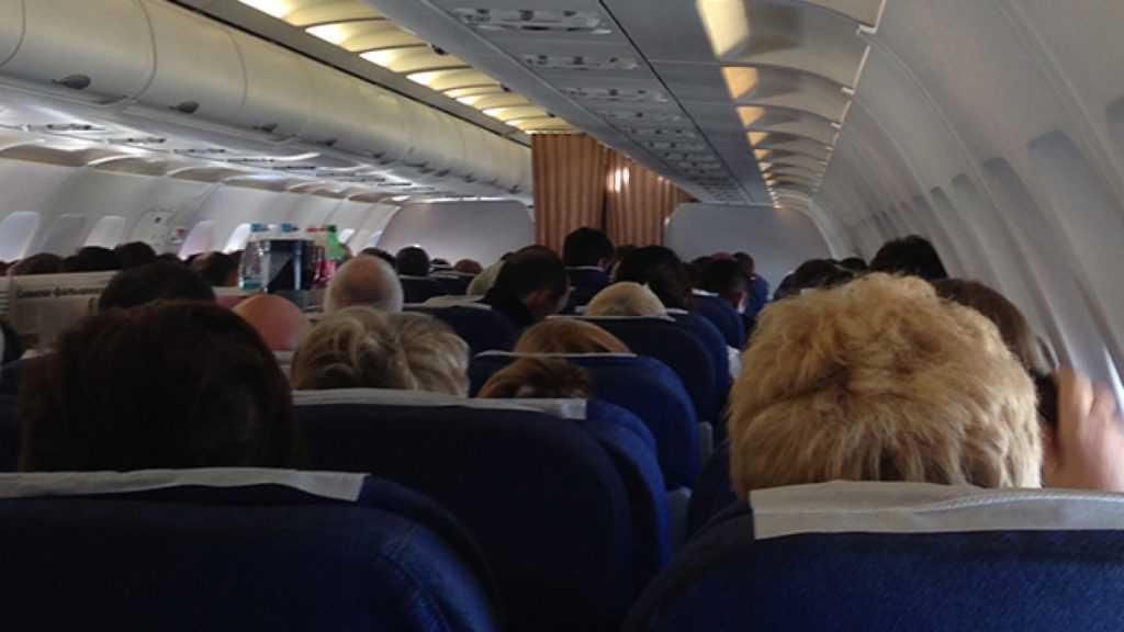 СК занялся инцидентом с пассажиром, который открыл дверь самолёта