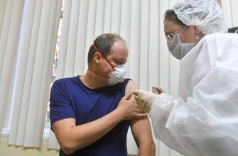 Эксперт оценил идею вакцинации россиян на всю жизнь