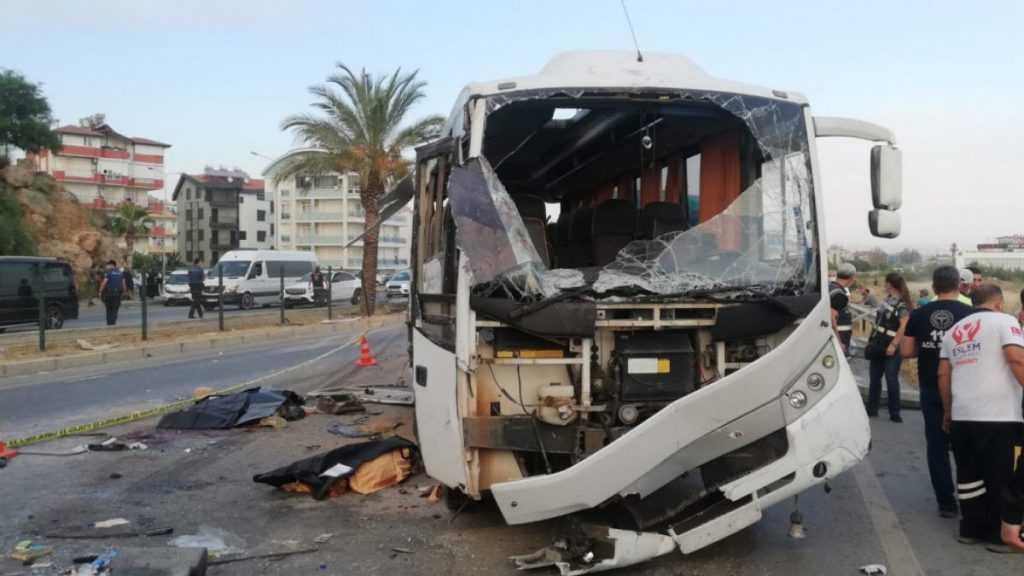 В Турции перевернулся автобус с российскими туристами. Есть погибшие