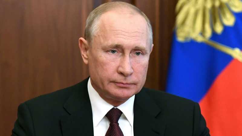 В РФ начнут принимать иностранных граждан на госслужбу