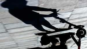 В Оренбурге произошло столкновение электросамоката и трактора