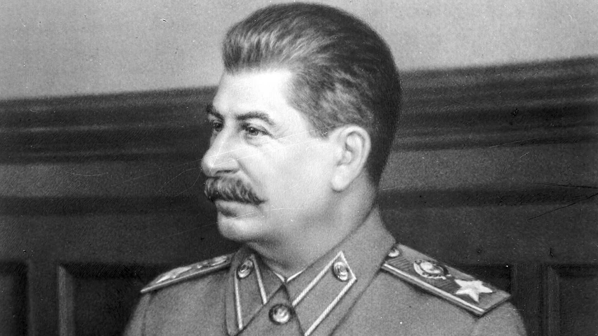 Лавров приравнял нападки на Сталина к оспариванию итогов войны