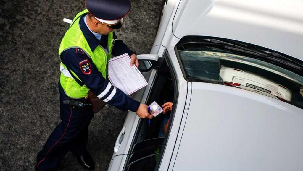 МВД не планирует увеличивать штраф за пользование телефоном при управлении автомобилем