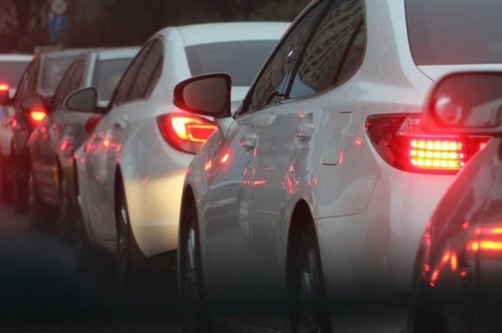 МВД не будет повышать штраф за использование телефона за рулем