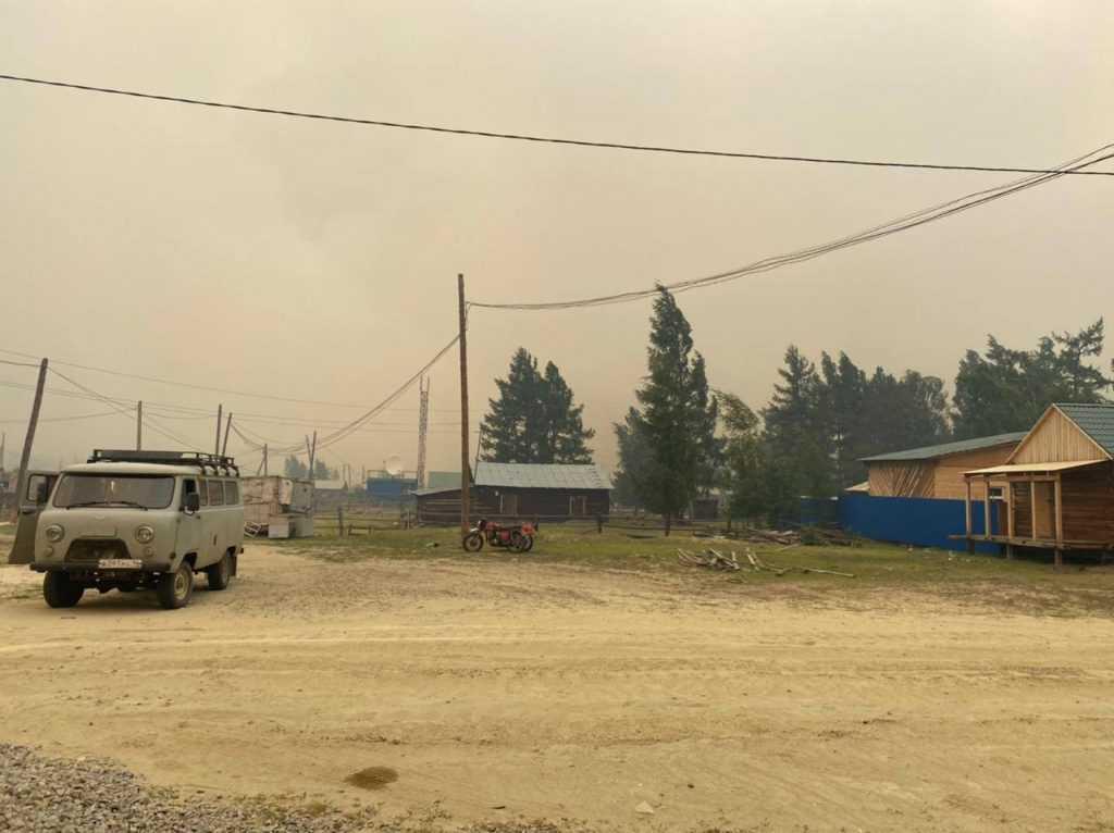 В Якутии природный пожар приближается к населённому пункту