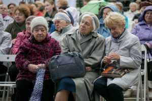 Путин предложил произвести разовую выплату пенсионерам в 10 тысяч рублей