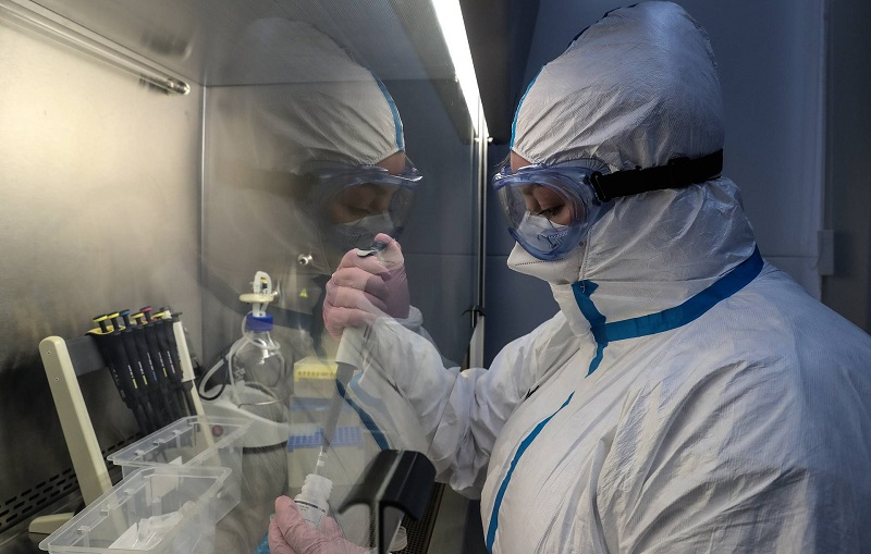 Врач Москвы заявил, что показатели вакцинации в России недостаточны