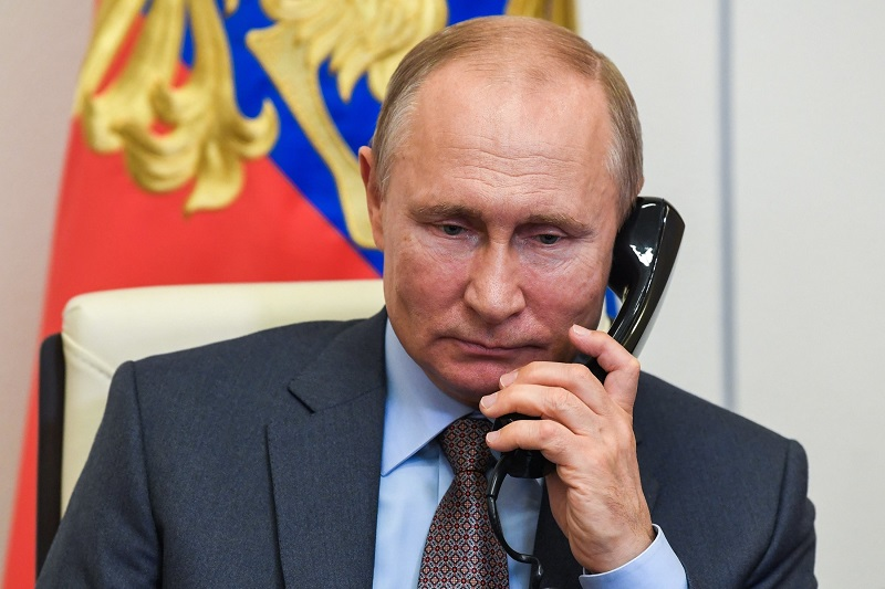 Путин и Макрон обсудили политику «Талибана»