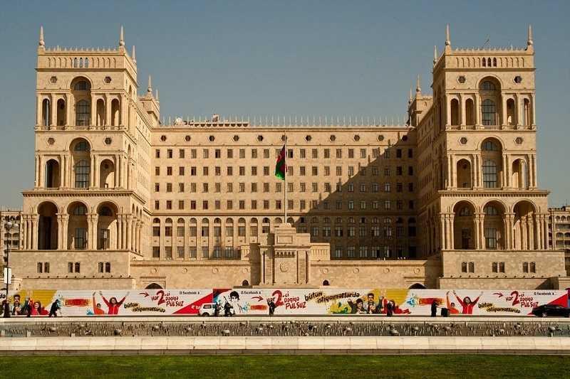В Баку призывают не реагировать на конфликт бывшего посла Азербайджана и Жириновского