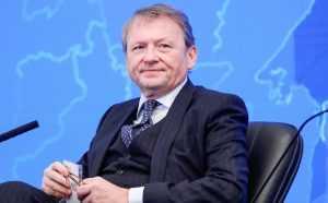 Титов выступил с инициативой разрешить заключенным пользоваться телефоном и интернетом