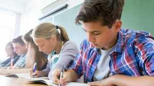 Стало известно, чем в школах могут быть заменены контрольные работы