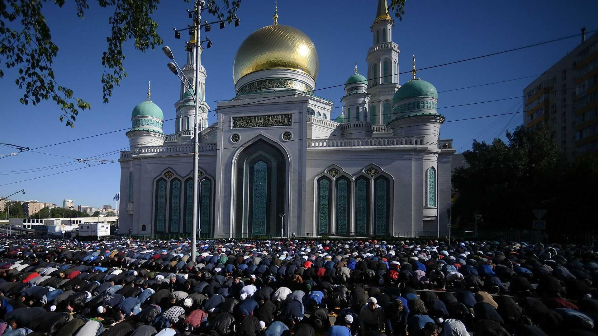 Мусульмане попросили построить больше мечетей в Москве