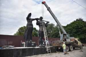 Украину обвинили в уничтожении символов памяти победы над нацизмом