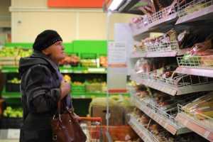 Эксперт призвал чиновников оценивать инфляцию из магазина