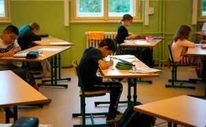 Дагестанского педагога, который не пускал в школу девочек без косынок, ждет наказание