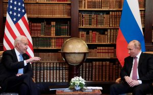 Переводчица ужаснулась поведению журналистов во время встречи Байдена и Путина