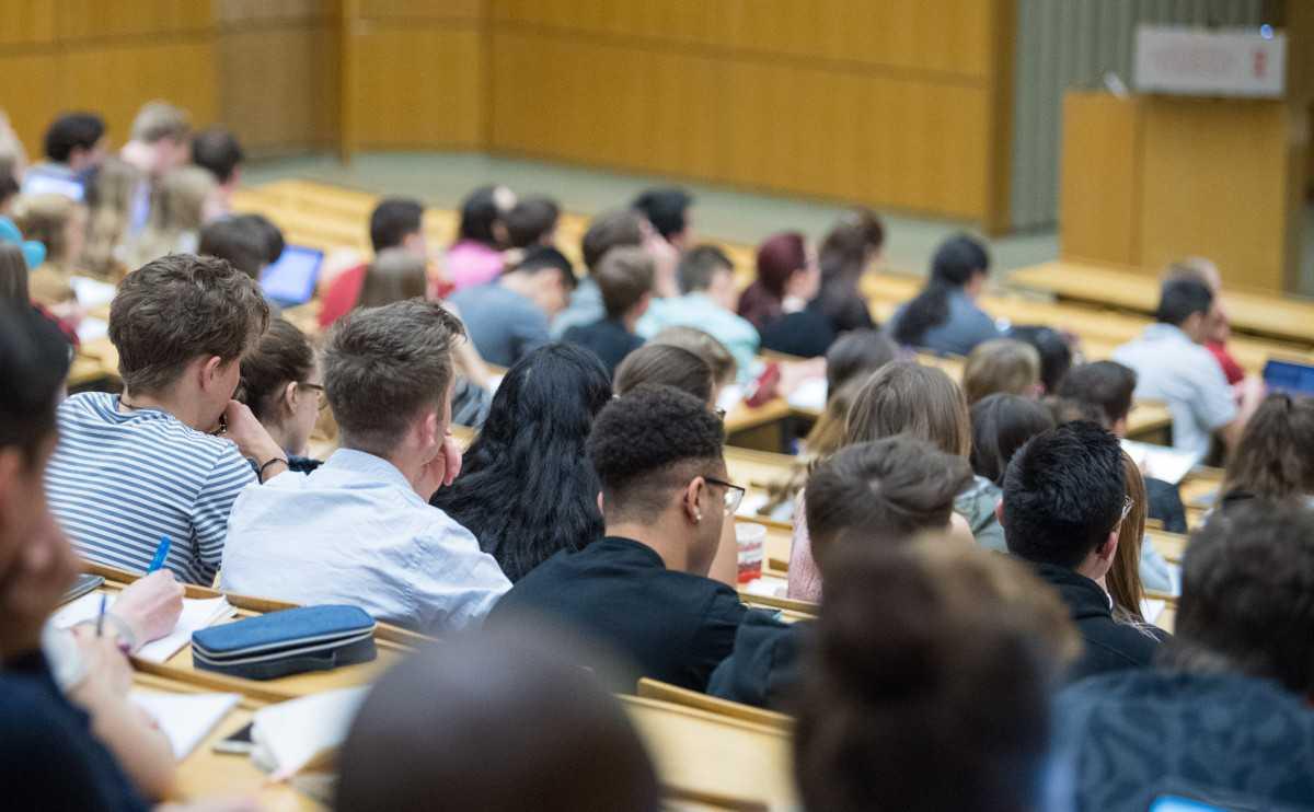Родители обучающихся очно студентов могут претендовать на повышенную стипендию