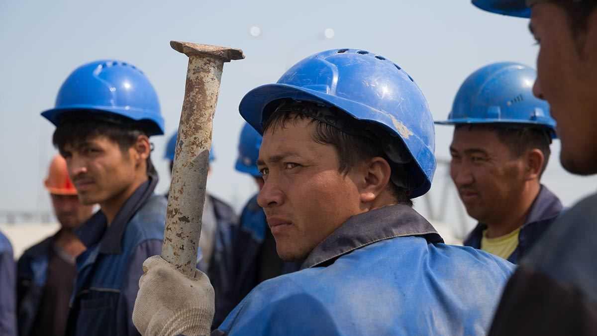 Пилотный проект по ввозу строителей из Узбекистана начнет действовать в России