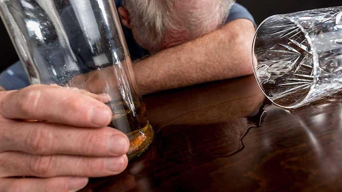 Эксперт назвал главную причину массового отравления алкоголем в Оренбуржье