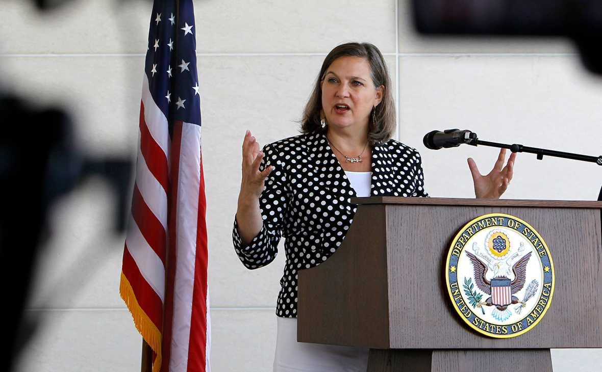Политолог объяснил, ради чего США ослабили санкции для поездки Нуланд в Россию